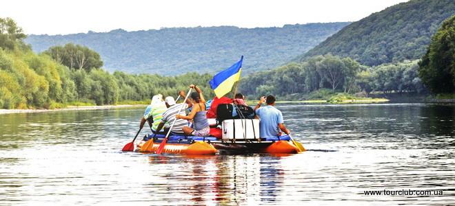 Прикарпатські рятувальники пильнують туристів, які сплавляються Дністром