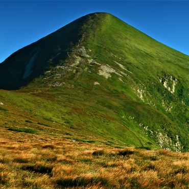Trekking in the Carpathians: Along a non-existent border