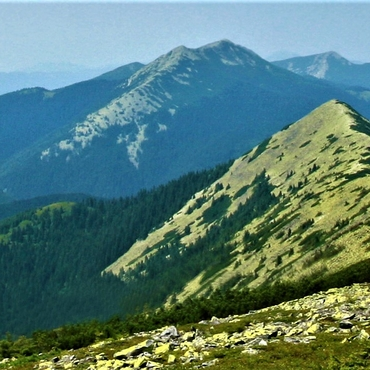 Trekking in the Carpathians: Along a non-existent border +